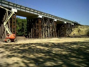 September 2016_Photo 2_Replacing timber trestle bridge under live rail traffic